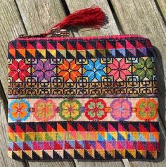 Broderi Sleeves Designs For Dresses, Sleeve Designs, Cross Stitch Embroidery, Machine Embroidery, Palestinian Embroidery, Boho Inspiration, Needlepoint Designs, Ethnic Patterns, Tapestry Crochet