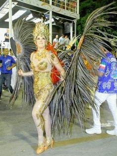 Claudia Raia desfila na Sapucaí. A atriz é a Madrinha da Beija-Flor - escola de samba Campeã do Carnaval 2015 - Rio de Janeiro. http://amalotus.tumblr.com/