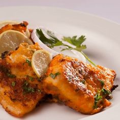 How to make Mahi Tikka (Roasted Fish Tikka). Mahi tikka, also known as roasted fish tikka is a simple yet irresistible dish. It is a perfect combination of two things that most people relish- fish and tikka. Fried Fish Recipes, Seafood Recipes, Indian Food Recipes, Cooking Recipes, Healthy Recipes, Ethnic Recipes, Masala Fish Recipes, Tandoori Recipes, Chicken Recipes