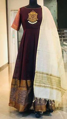 Beautiful brown color floor length ananrkali dress with white dupatta. Cotton Long Dress, Long Gown Dress, Long Gowns, Kurti Neck Designs, Blouse Designs, Frock Fashion, Fashion Outfits, Indian Dresses Traditional, Indian Gowns Dresses
