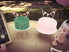 Ruffle smash cake and party cake with bunting