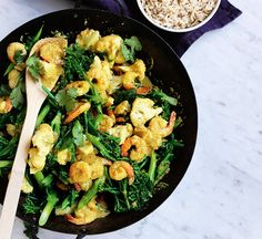 This quick and easy Thai prawn and coconut stir-fry is high in protein and low in fat, making for a nutritious, satisfying dinner. Coconut Prawns, Spicy Prawns, Healthy Stir Fry, Healthy Food, Yummy Food, Fish Recipes, Seafood Recipes, Prawn Curry, Summer Salad Recipes