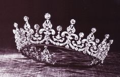 titania's second crown ( because chicks can do that)
