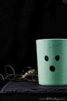 Halloween Deko Idee: Glow in the dark Vasen - Happy Halloween, Halloween Party, Ancient Beauty, Diy Blog, Hygge, The Darkest, Glow, Tableware, Inspiration