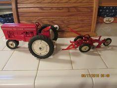 Vintage Trucks Tru Scale tractor and plow Vintage Trends, Vintage Designs, Vintage Ideas, Classic Chevy Trucks, Classic Cars, Vintage Toys, Retro Vintage, Farm Toys, New Trucks