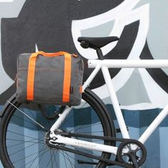 Fastrider messenger pannier bag. The perfect bike accessory for commuters. Great for urban cycling and the neon straps are very cool