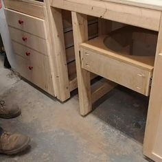 Woodworking Shop Layout, Woodworking Projects Diy, Diy Wood Projects, Woodworking Plans, Diy Projects Garage, Youtube Woodworking, Woodworking Equipment, Woodworking Machinery, Woodworking Techniques