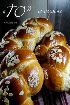 Greek Easter Bread, Holy Thursday, Golden Crust, Sweet Dough, Greek Recipes, Easter Recipes, Pretzel Bites, Easter Eggs, Cooking