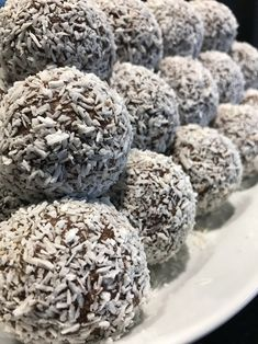 Do I need to eat fat bombs? All questions about fat bombs relating to keto diet, answered! Intermittent Fasting Coffee, Grandma Cookies, Swedish Recipes, My Dessert, Date Dinner, Eat Fat, Candy Recipes, Yummy Recipes, How To Make Bread