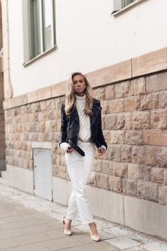 A cropped leather jacket is the perfect choice to wear over a cable knit turtleneck and white trousers! Lisa Olsson is rocking this glamorous outfit, pairing it with nude heels for added sophistication. Jacket: NLY Trend by Lisa Olsson, Trousers: Topshop, Shoes: Nelly, Sweater: Zara.