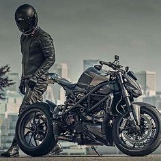 Legendary By: @pagnol.moto  Via: @hammerbeastmotorcycles #ducatistagram #ducati #streetfighter #1098