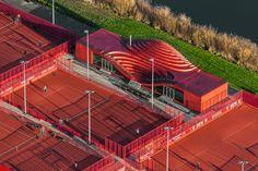 Billedresultat for the couch tennis club Architecture Design, Architecture Concept Diagram, Studios Architecture, Landscape Architecture, Landscape Design, Urban Ideas, Sport Park, Bridge Design, Tennis Clubs