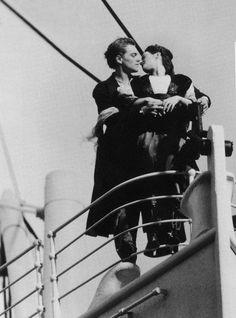 Cut scenes of Titanic 5692656 Titanic Movie, Rms Titanic, Movie Tv, Titanic Tumblr, Titanic Photos, Leo And Kate, Young Leonardo Dicaprio, James Cameron, Foto Art