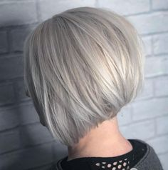 If you need bob haircut, or you're bored with long hair, you should definitely try one of these inverted bob styles. Especially the layered inverted bob haircut Short Inverted Bob Haircuts, Layered Haircuts, Grey Hair Pieces, Short Hair Cuts, Short Hair Styles, Styles Courts, Grey Bob, Chin Length Bob, White Hair