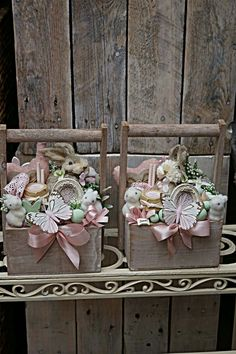 Diy Craft Projects, Diy And Crafts, Welcome Home Signs, Easter Table Settings, Hoppy Easter, Floral Centerpieces, Easter Baskets, Holidays And Events, Easter Crafts