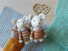 Crochet mouse amigurumi What a sweet baby mouse pattern! This amigurumi mouse is adorable and so simple! Make a great gift for your loved one with our free crochet pattern. Crochet Mouse, Crochet Patterns Amigurumi, Amigurumi Doll, Free Crochet, Crochet Frog, Crochet Animal Patterns, Stuffed Animal Patterns, Stuffed Animals, Cute Mouse