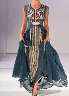 Caftan or takchita are gorgeous clothing compliments of Muslim women wardrobe. Caftan Dress, Dress Skirt, Dress Up, Beautiful Gowns, Beautiful Outfits, Abaya Fashion, Fashion Dresses, Moroccan Dress, Dream Dress
