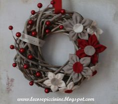 Things piccinine: Another Christmas wreath Felt Christmas Ornaments, Christmas Mood, Noel Christmas, Country Christmas, Wreath Crafts, Diy Wreath, Christmas Crafts, Diy Xmas, Xmas Wreaths