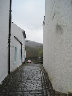 charming street (not alley) in Dunkeld, we stood here in the rain and ate fish and chips (gluten-free! Honeymoon In Scotland, Fish And Chips, Art Projects, Sidewalk, Rain, Gluten Free, Street, Rain Fall, Glutenfree
