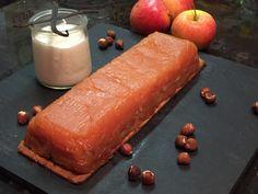 Terrine aux pommes confites ( cuites au four) posée sur une pâte sablée à la noisette sur www.toutpareiletsansgluten.fr