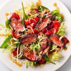Yeşilliklerin üzerine Dolco Közlenmiş kırmızı biber ve az pişmiş marine edilmiş Antrekot ile hazırlamış enfes bir Salata.   Konserve Sebze çeşitleri için www.nefisgurme.com'u ziyaret edebilirsiniz.  #nefisgurme #nefis #nefistarifler #leziz #lezzet #lezizsunumlar #gurme #gurmelezzetler #ayvazsef #ayvazakbacak #bimutfakikisef #ozlemmekik #istanbuldayasam #istanbulbloggers #unlusef #blogger #yemek #food #foodgasm #foodporn #foodstagram #bonapetit #dolco #salata #salad