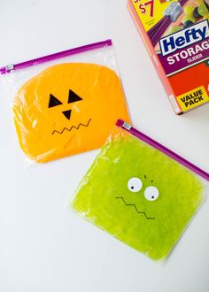A fun kids activity and the perfect science experiment to do at home or at school. Draw monster faces on top to make a fun craft for Halloween. Slime ingredients: ½ cup glue and ½ cup water and add food coloring to your liking! Science Halloween, Diy Halloween, Halloween Bebes, Theme Halloween, Halloween Crafts For Kids, Holidays Halloween, Halloween Kid Activities, Halloween Crafts For Kindergarten, Kids Crafts