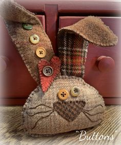 You do things… Felt Crafts, Easter Crafts, Wooly Bully, Diy Ostern, Primitive Crafts, Wool Applique, Wool Fabric, Felt Ornaments, Spring Crafts