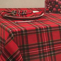 Colordrift Christmas Holiday Luxury Woven Tablecloth in an Elegant Metallic Gold Snowflake Pattern on Cream 60 x 104 inches