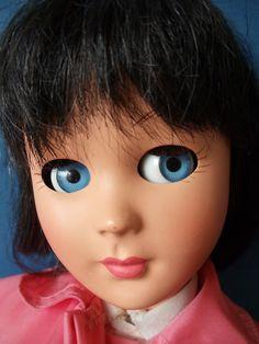 "Beautiful 19"" Teen Fashion Doll marked BONOMI ITALY. Hard plastic with swivel waist ~ Blue sleeping / flirting eyes with ""real"" lashes ~ Beautifully painted lips and matching nail polish ~ Black human hair wig. | eBay!"