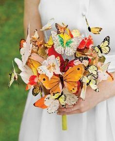 Kır düğünü için kelebekli gelin buketi