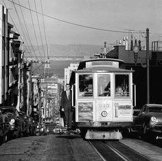 """Der Fotograf Fred Lyon, den man mitunter auch """"San Francisco's Brassai"""" nennt, ist mittlerweile 89 Jahre alt und schon seit den 1940er Jahren am fotografieren. Sein Portfolio zieht sich quer durch alle Genre von News über Architektur und Werbung bis hin zu Wein & Getränken, mit Veröffentlichungen für renommierte Magazine wie das Life und unter Anderem auch für die Vogue.... Weiterlesen"""