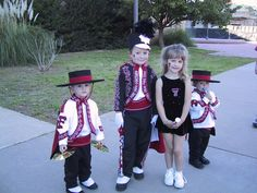 SOOO CUTE! This will be my future children . . . minus the twirler . . . no offense
