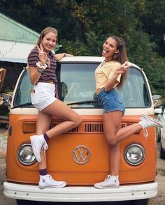 Find your best gift ideas for your family and friends! Volkswagen Bus, Carros Vw, Avengers Girl, Bus Girl, Girly Girl Outfits, Abercrombie Girls, Girls Football Boots, Teen Girl Poses, Vw Vintage