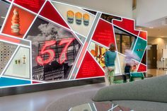Cool graphic wall - Ketchup Culture: Bottling 145 Years of Heinz History Display Design, Booth Design, Store Design, Display Wall, Banner Design, Design Design, Office Wall Design, Office Walls, Environmental Graphic Design