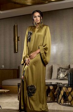 Kandilux Arab Fashion, Muslim Fashion, Modest Fashion, Fashion Outfits, Mode Abaya, Mode Hijab, African Fashion Dresses, African Dress, Abaya Designs