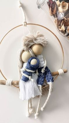 Hobbies And Crafts, Arts And Crafts, Cute Crafts, Diy Crafts, Photo Frame Design, Macrame Owl, Clothes Pegs, Diy Keychain, Macrame Design