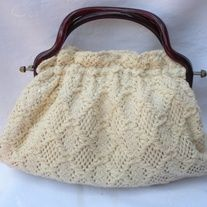 """Really Cute! Vintage Cream Beige Knit Crochet Brown Lucite Handle Clutch Handbag  DESIGNER: vintage Marked SIZE: 7"""" x 11"""" Material: cotton, lucite Condition: Great Vintage Condition  Additional belts are available if you are looking for a specific color or type that may be in inventory. Pl... Vintage Bags, Vintage Handbags, Vintage Ladies, Casual Chic Summer, Summer Handbags, Indie Brands, Chic Outfits, Lace Shorts, Knit Crochet"""