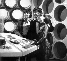 The - Second Doctor (Patrick Troughton) with companions Jamie (Frazer Hines) and Zoe (Wendy Padbury). This is one of my favourite Doctor Who teams. Doctor Who Tv, Second Doctor, Dr Who Merchandise, Wendy Padbury, Jon Pertwee, Doctor Who Companions, Classic Doctor Who, William Hartnell, Dalek