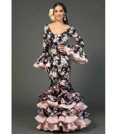 Traje de flamenca Flores estampado Muslim Fashion, African Dress, Fishtail, Dream Dress, Dresses With Sleeves, Long Dresses, Fashion Dresses, Long Sleeve, Flamenco Dresses