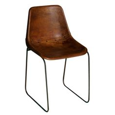 Autour d'une table ou simplement dans un salon, cette chaise en acier finition cuir marron antique est un must-have rétro. Son piètement en acier finition oxydé joue sur...