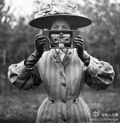 1910年的照相机。