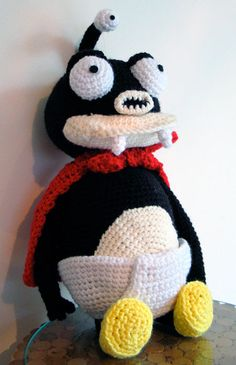 2000 Free Amigurumi Patterns: Nibbler outfit: cape, diaper and shoes