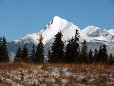 Kriváň (2495 m n. m.) je charakteristický impozantný vrch v západnej časti Vysokých Tatier, vypínajúci sa na konci dlhého hrebeňa