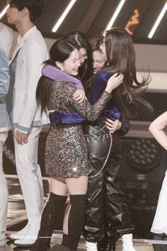 """red velvet giving a warm hug to each other👭"""" Red Velvet 1, Wendy Red Velvet, Red Velvet Irene, Seulgi, Kpop Girl Groups, Korean Girl Groups, Kpop Girls, Park Sooyoung, My Girl"""