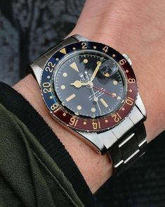 Watches Ideas All hail our 6542 with original bakelite bezel in pristine condition AKA the most expensive piece of plastic in the world Discovred by : Todd Snyder Vintage Rolex, Vintage Watches, Retro Watches, Men's Watches, Cool Watches, Fashion Watches, Dream Watches, Ladies Watches, Watches Online