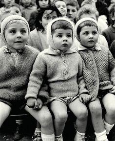 CHILDREN AT A PUPPET THEATRE  Paris circa 1960  Alfred Eisenstaedt