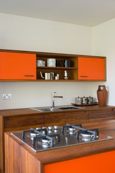 Kitchen in orange, so fresh!
