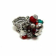 A temperatura baixou de novo? Põe uma cor que esquenta! ❤ #anel #prata #vermelho #verde #perola #moda #estilo #cor #vida #ring #silver #red #green #pearl #fashion #style #color #life #instalook #instamood #instalike #instagood #instastyle