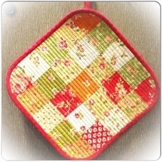 Quilted+Patchwork+Hot+Pad+–+Tutorial