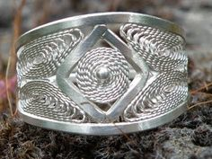 Jewellery making filigree wire silver ring - YouTube